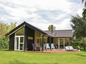 Three-Bedroom Holiday Home in Dronningmolle in Dronningmølle