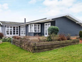 Three-Bedroom Holiday home in Ebberup 1 in Helnæs By