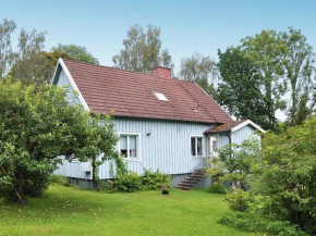 Four-Bedroom Holiday home in Gullabo in Gullabo