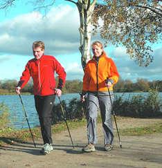 Nordic Walking im Ostsee-Urlaub (Foto: Ostsee-Holstein-Tourismus e.V.)